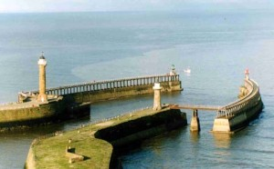 whitby_piers